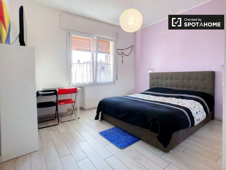Milano, Trenno'da kiralık konforlu oda.
