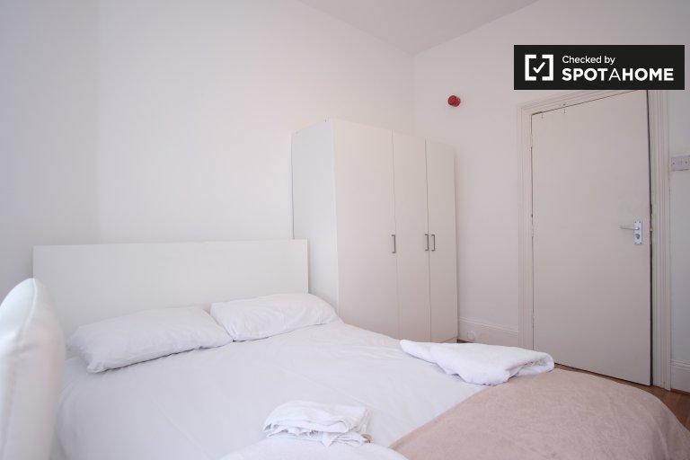Chambre meublée dans un grand appartement partagé à Londres