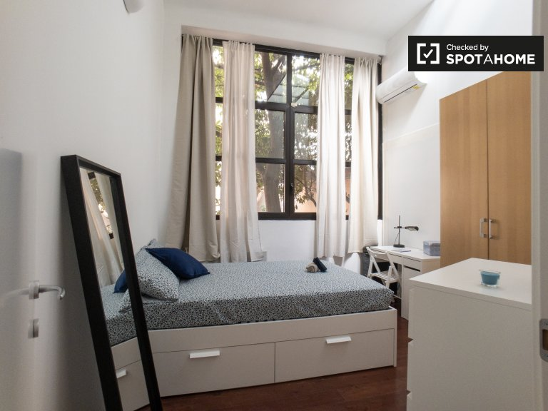 Sunny room for rent in Calvairate, Milan