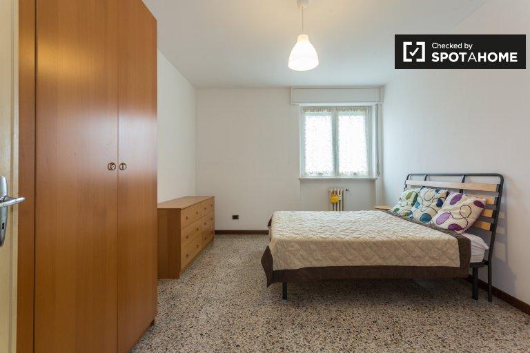Chambre meublée dans un appartement à Lorenteggio, Milan