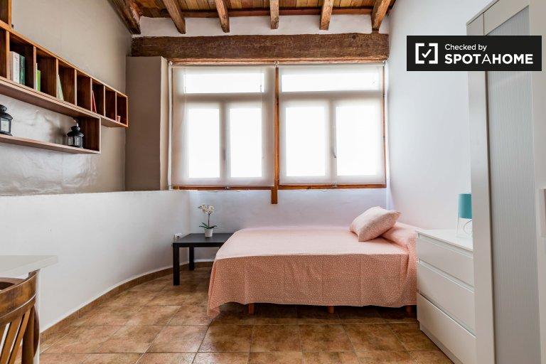 Chambre à louer dans un appartement de 4 chambres à Extramurs, Valence