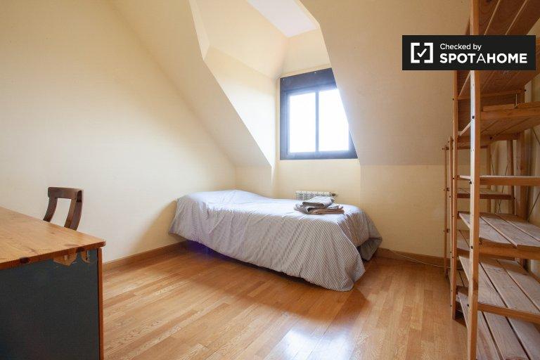 Cozy room in 2-bedroom duplex, Villaviciosa de Odón, Madrid