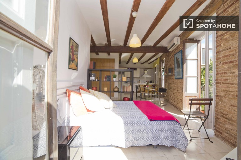 Spacious and chic studio with balcony, AC and all utilities included in La Saidia