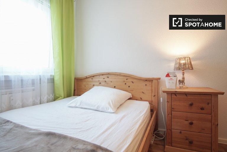 Room in apartment with 2 rooms, Marzahn-Hellersdorf, Berlin
