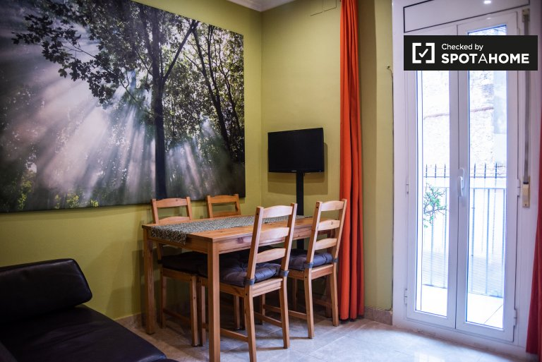 2-bedroom apartment with balcony for rent Sants, Barcelona