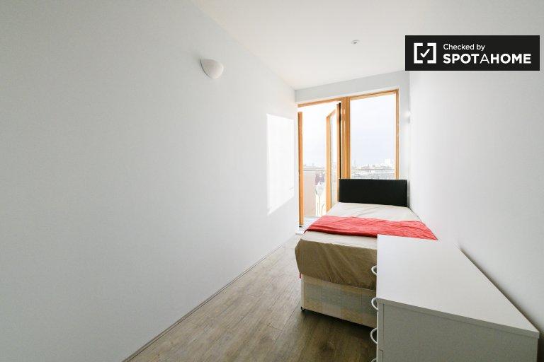 Balkon pokój do wynajęcia, 5-pokojowe mieszkanie, Tower Hamlets