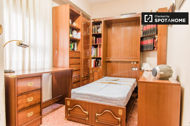 Valencia, Patraix'de 4 yatak odalı dairede aydınlık oda