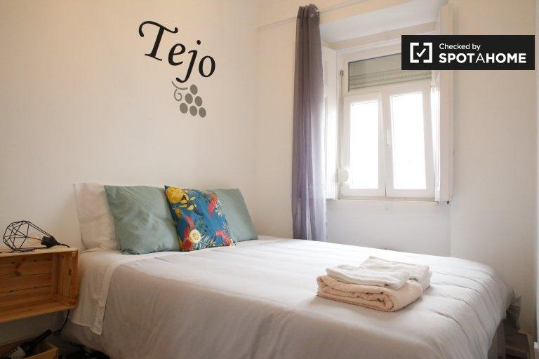 Quarto elegante em apartamento com 6 quartos em Alcântara, Lisboa