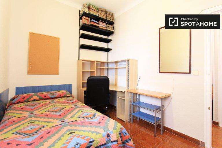 Relaxing room in 3-bedroom apartment in Argüelles, Madrid