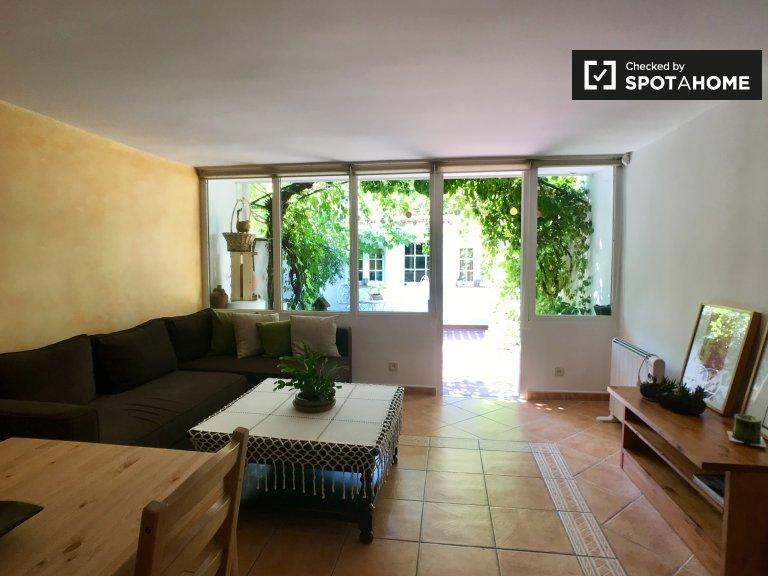Przestronny apartament z 2 sypialniami do wynajęcia w Aluche w Madrycie