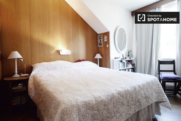 Habitación en alquiler en el apartamento de 3 dormitorios en Woluwe Saint Pierre