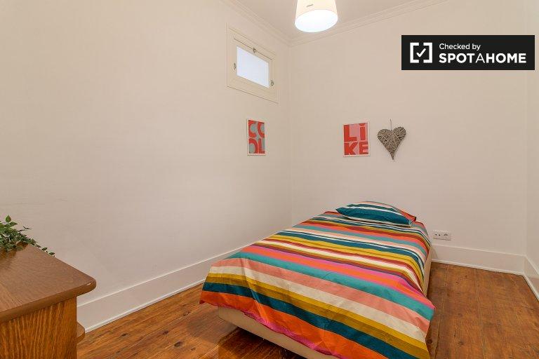 Cosy room in 5-bedroom apartment in Alcântara, Lisboa