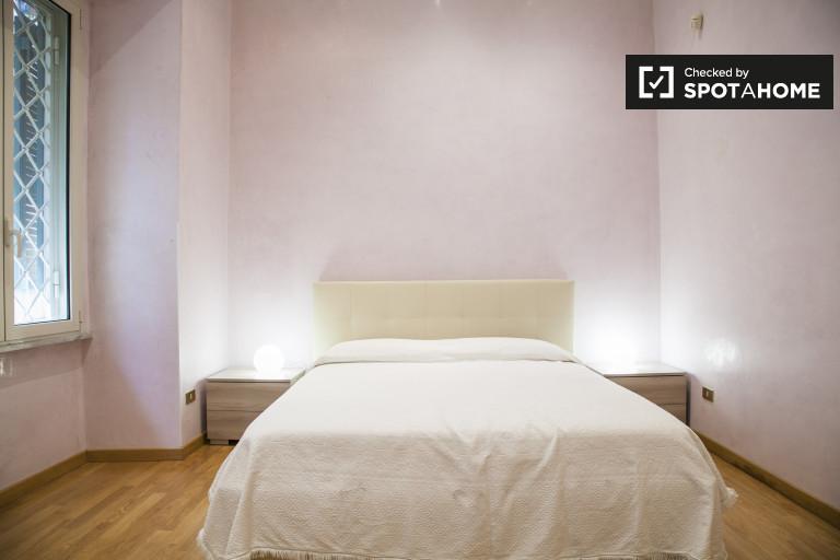 Umeblowany pokój w apartamencie w Trieste, Rzym