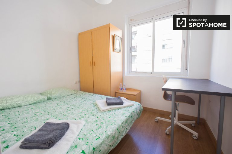 Room in 4-bedroom apartment in Camins al Grau, Valencia