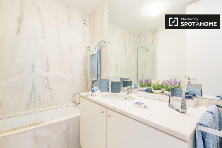 Schludny pokój w apartamencie z 4 sypialniami w Parque das Nações