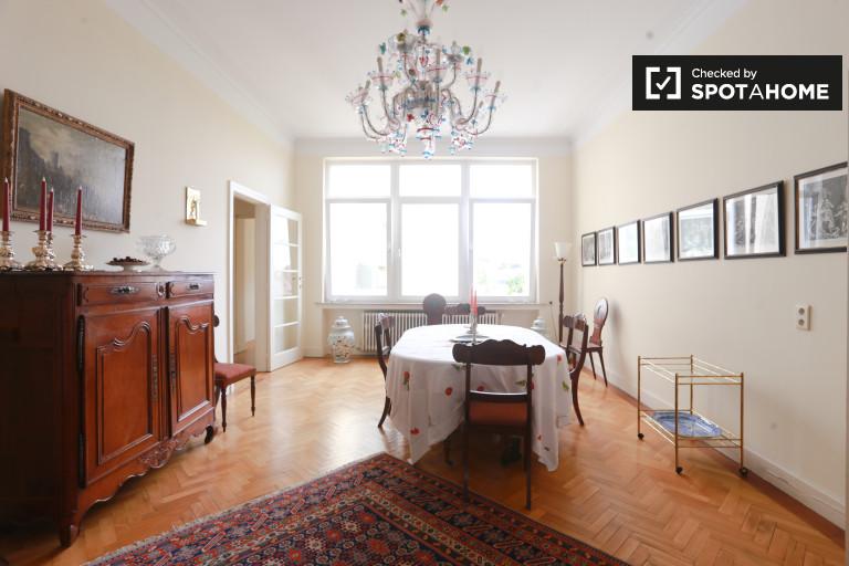 Deluxe 1-bedroom duplex apartment with balcony for rent in Etterbeek area