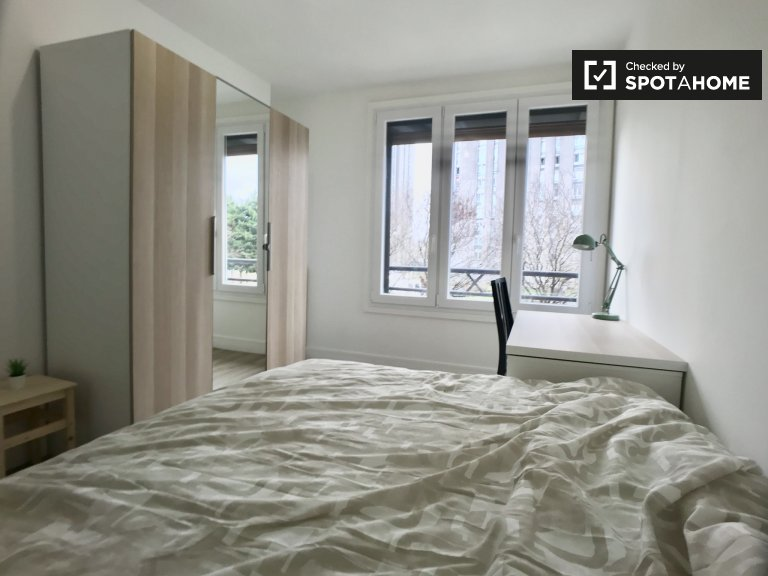 Moderna camera in affitto in appartamento con 4 camere da letto a Aubervilliers
