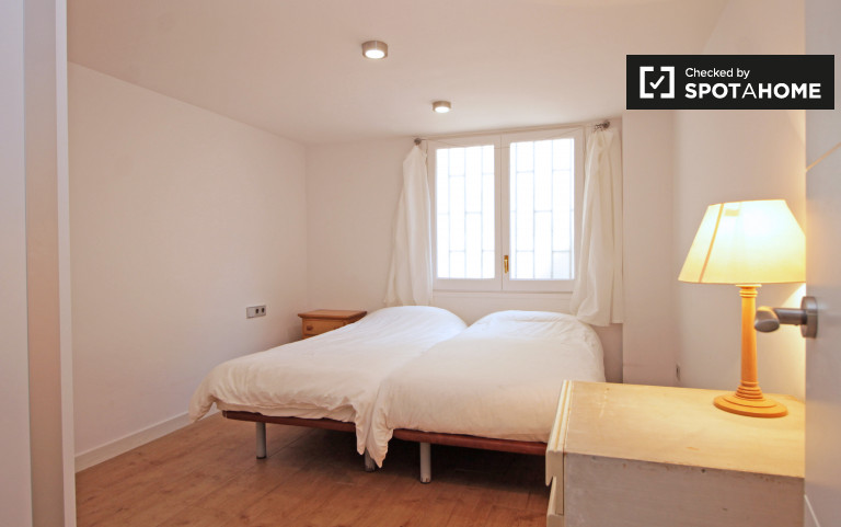 Modern room in 2-bedroom apartment in Les Corts, Barcelona