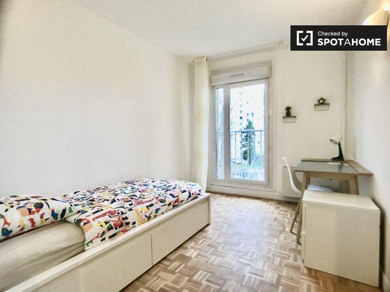 Helles Zimmer zur Miete in 3-Zimmer-Wohnung in Villejuif