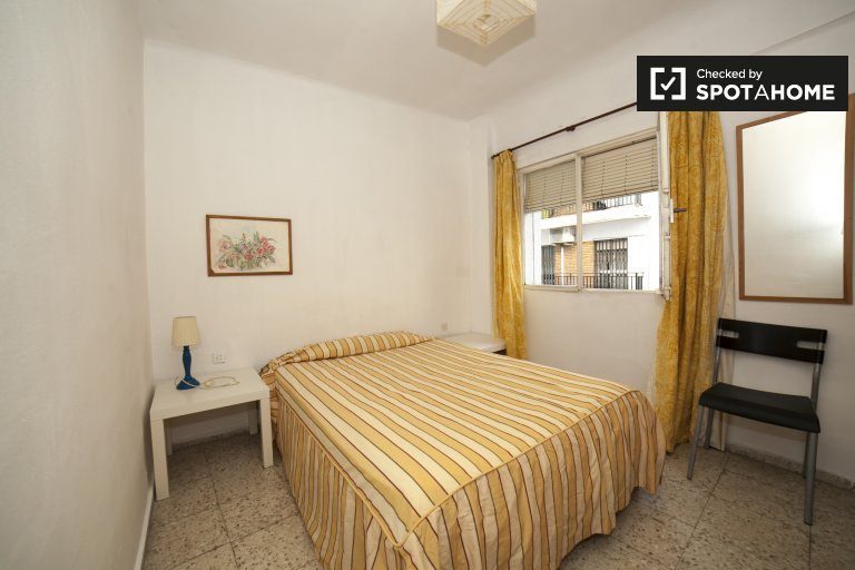 Double Bed in Rooms for rent in bright 3-bedroom apartment in El Arenal