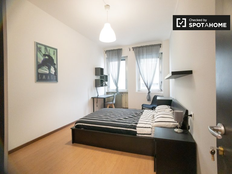 Stylish room for rent in 12-bedroom apartment in Bicocca