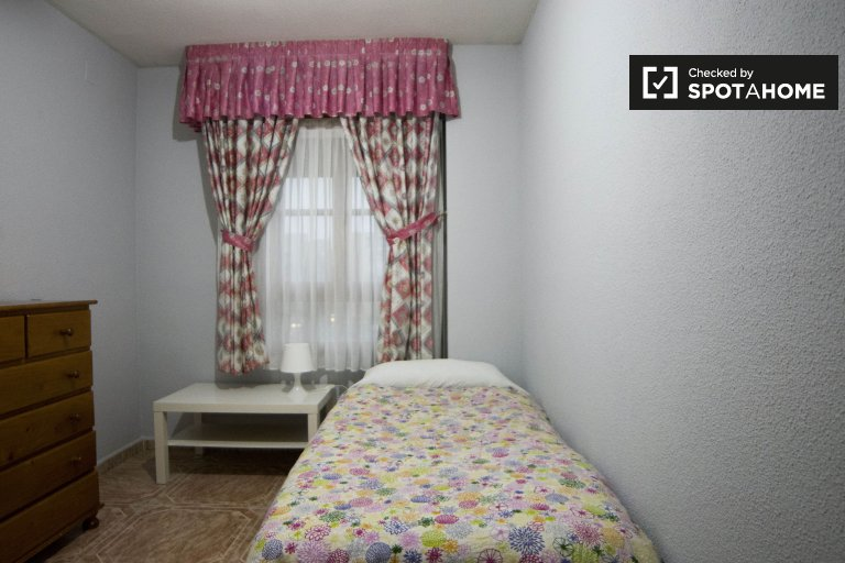 Klassisches Zimmer zur Miete in einer 4-Zimmer-Wohnung in Móstoles