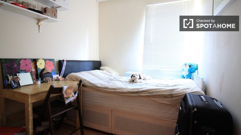 Bedroom 2 with double bed and desk