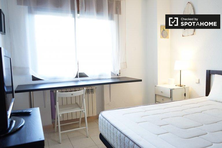 Se alquila habitación en casa compartida en Boadilla del Monte, Madrid