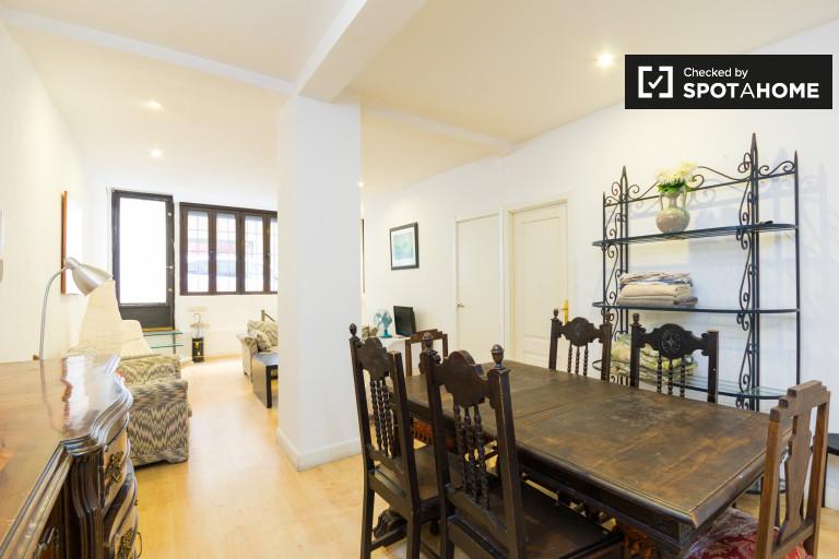 Modern 5-bedroom duplex apartment for rent in Argüelles, close to Templo de Debod