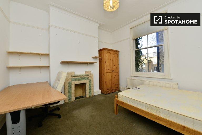 Chambre décorée dans un appartement de 7 chambres à Hackney, Londres