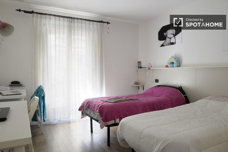 Beautiful room in 3-bedroom apartment in Navigli, Milan