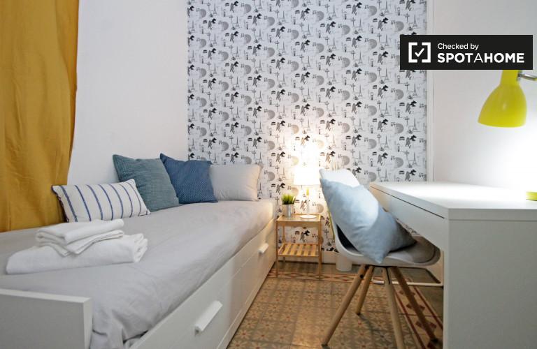 Acogedora habitación en un apartamento de 8 dormitorios en Gracia, Barcelona