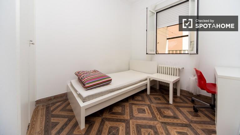Room 6: Single Bed
