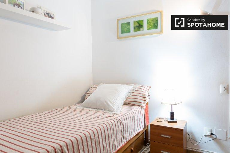 Se alquila habitación en apartamento de 3 dormitorios en Les Corts, Barcelona