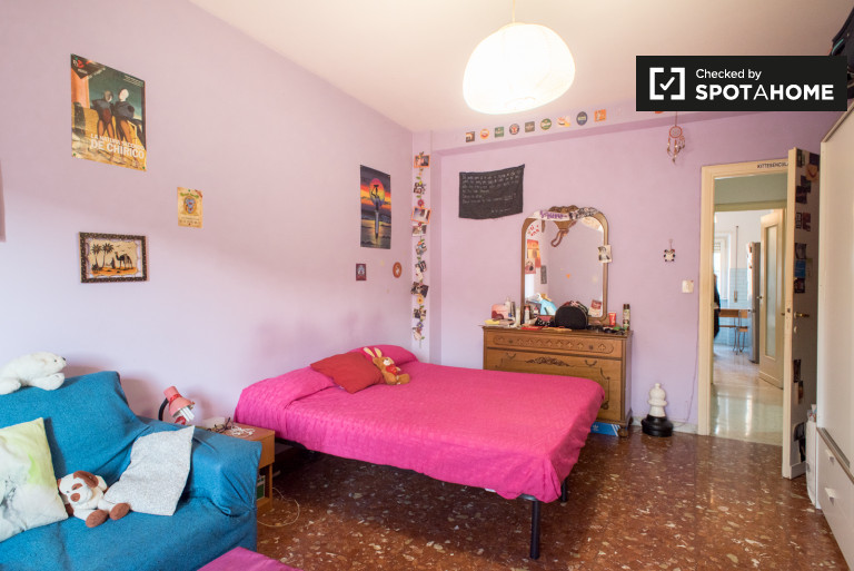 Single Bed in Rooms for rent in an all female 4-bedroom apartment in Tiburtino