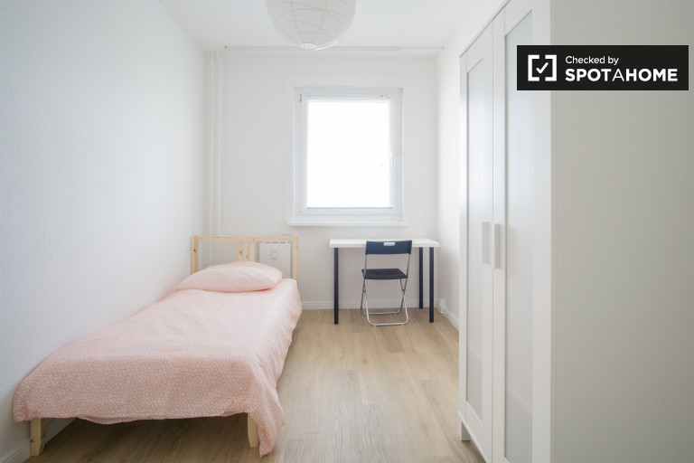 Great room in 5-bedroom apartment in Lichtenberg, Berlin