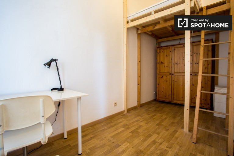 Großes Zimmer in einer 2-Zimmer-Wohnung in Schaerbeek, Brüssel