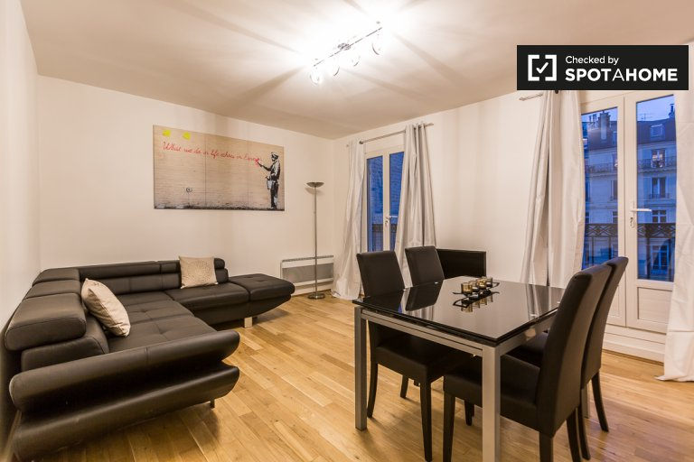Inviting 2-bedroom apartment for rent in Paris