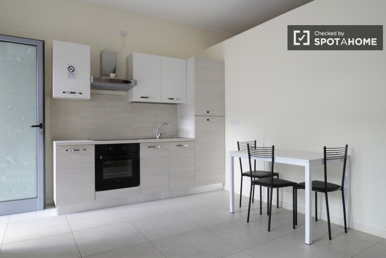 Modern and luminous 2 bed 1 bath apartment in Loreto, all utilities included
