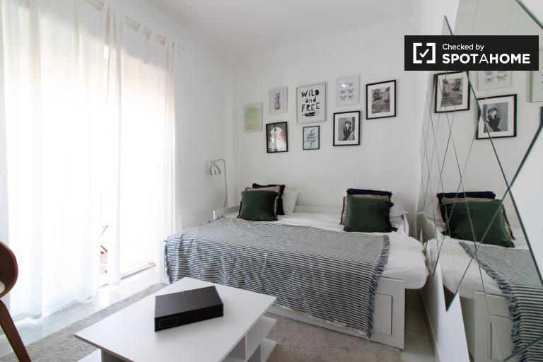 Appartamento con 1 camera da letto in affitto a Penha de Franca, Lisbona