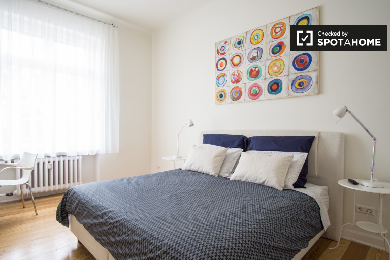 Double Bed in Rooms for rent in chic 3-bedroom apartment in Westend
