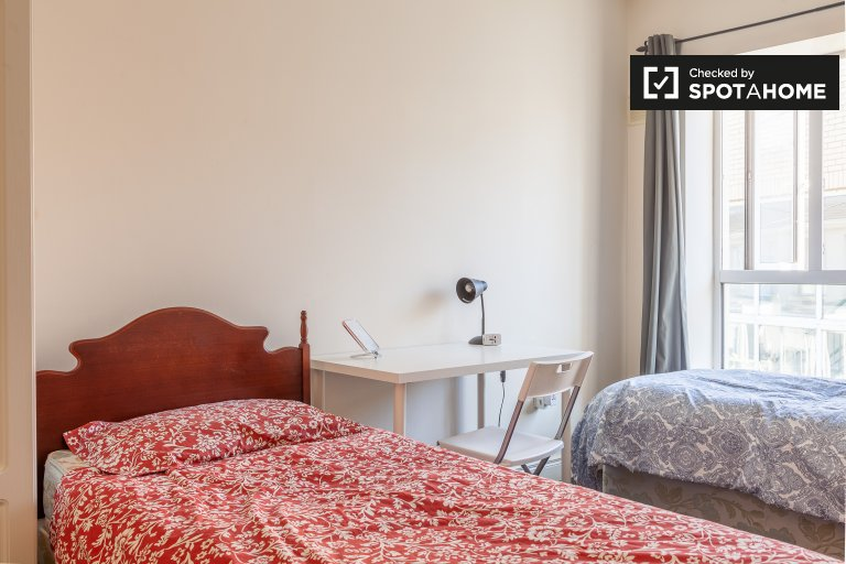 Cozy twin room, 4-bedroom flatshare, Stoneybatter, Dublin