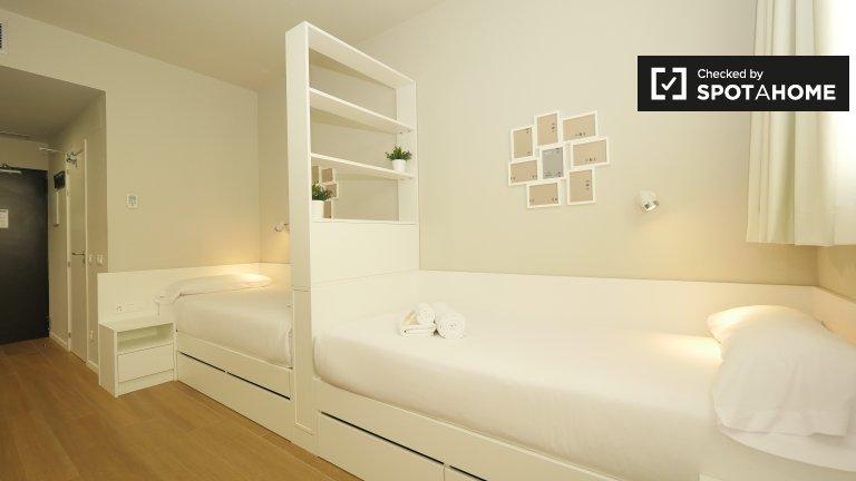 Studio for rent in residence, Eixample Esquerra, Barcelona