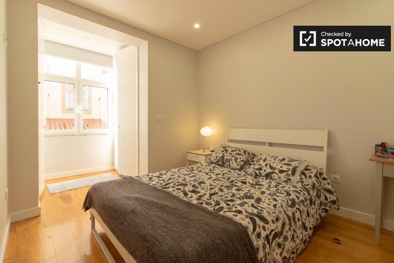 Tidy room for rent in 3-bedroom apartment in Penha de França