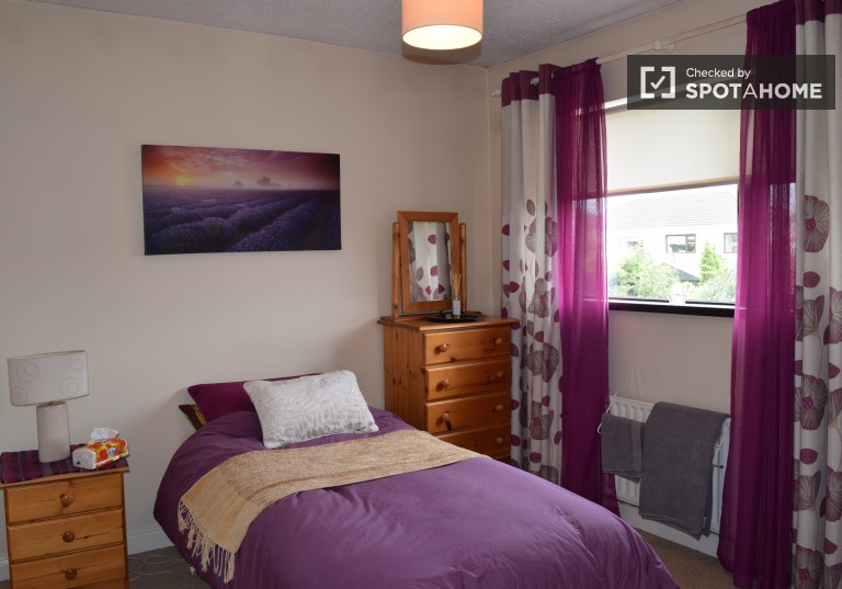 Beautiful room in 3-bedroom apartment in Lucan, Dublin