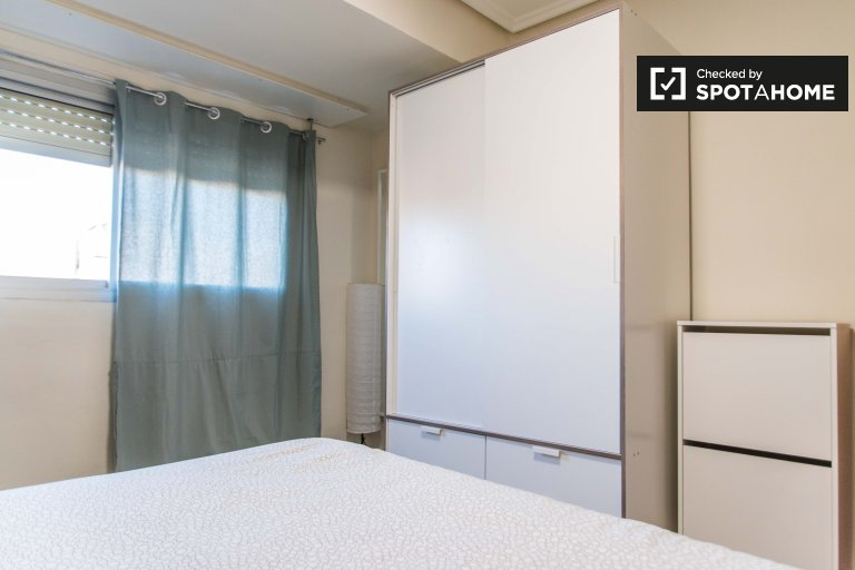 Chambre à louer dans un appartement de 3 chambres à Patraix, Valence