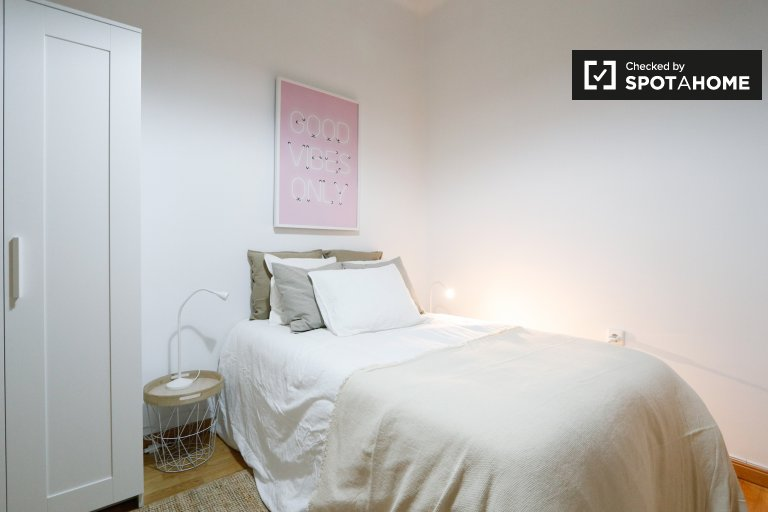 Pretty room for rent in Salamanca, Madrid