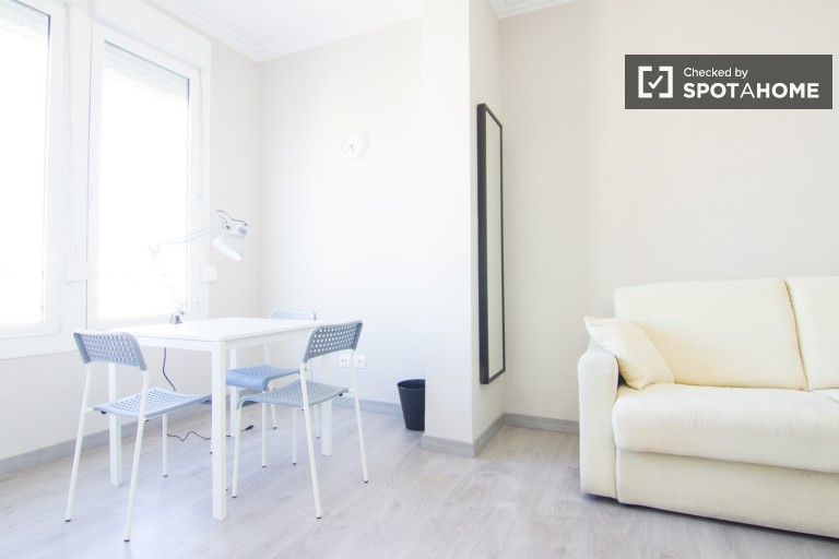 Double Bed in Rooms in a brand new 6 bedroom apartment with terrace in the city centre