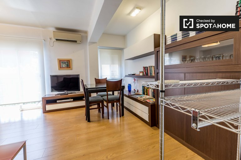Spacious room in 4-bedroom apartment in Rascanya, Valencia