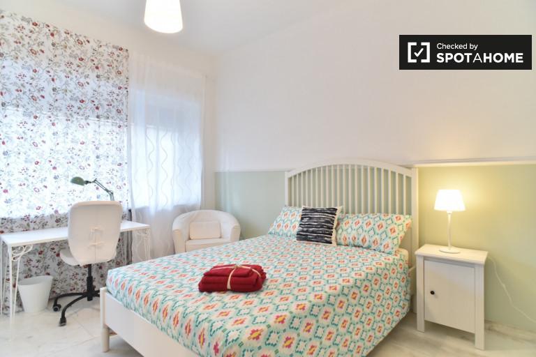 Möbliertes Zimmer in einer Wohnung in Triest, Rom